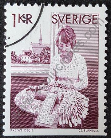 Sello: Mujer haciendo encaje de bolillos Suecia 1976