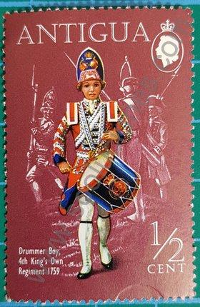 Sello Antigua y Barbuda 1970 niño baterista 1759