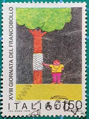 Niño con árbol - sello Italia 1976