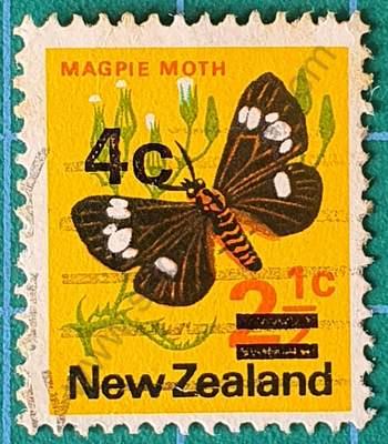 Polilla Urraca - Sello Nueva Zelanda 1971 4c